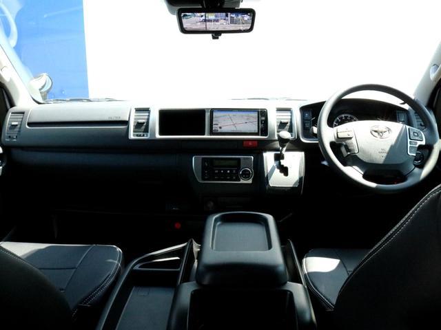 外装はボディカラーとも好相性のDEANクロスカントリー16AWにFLEXオーバーフェンダーを装着! 内装は素材と質感にも拘ったFLEXファブリックシートカバーを装着し、落ち着きのある印象になりました。