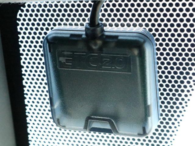 カロッツェリア 10.2型フリップダウンモニターを装備! 後席に座るゲストを退屈させません。