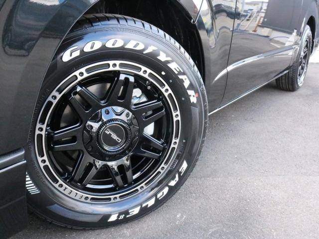 スーパーGL ダークプライムII 未登録新車ハイエースバンカスタム ダークプライムII特別仕様車 床張りフローリング施工 6型新メーカーオプション完備 フレックスエアロ アルティメットLEDテールランプ DELF04アルミ ベース車両(4枚目)