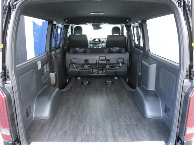 スーパーGL ダークプライムII 未登録新車ハイエースバンカスタム ダークプライムII特別仕様車 床張りフローリング施工 6型新メーカーオプション完備 フレックスエアロ アルティメットLEDテールランプ DELF04アルミ ベース車両(10枚目)
