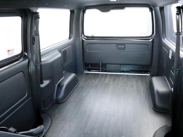 スーパーGL ダークプライムII 未登録新車ハイエースバンカスタム ダークプライムII特別仕様車 床張りフローリング施工 6型新メーカーオプション完備 フレックスエアロ アルティメットLEDテールランプ DELF04アルミ ベース車両(11枚目)