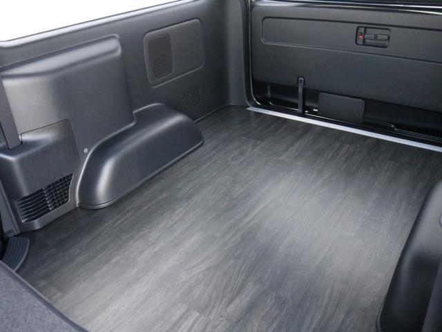 スーパーGL ダークプライムII 未登録新車ハイエースバンカスタム ダークプライムII特別仕様車 床張りフローリング施工 6型新メーカーオプション完備 フレックスエアロ アルティメットLEDテールランプ DELF04アルミ ベース車両(62枚目)