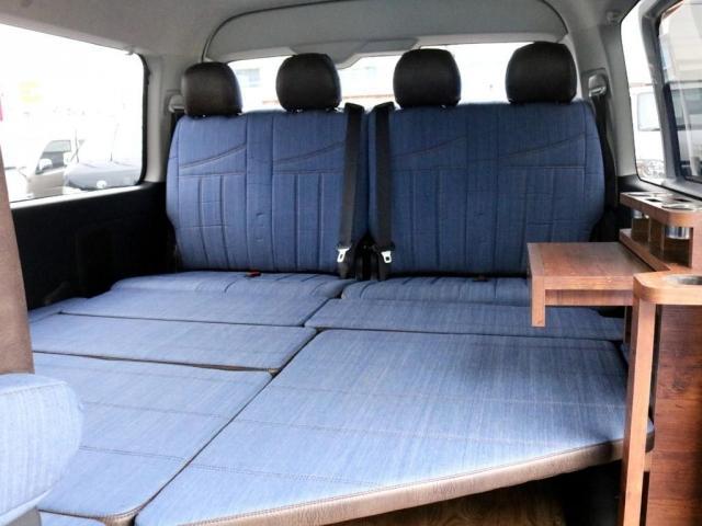 GL ロング FLEXシートアレンジVer1.5デニムカスタム フルフラットベッドキット車中泊対応 テーブルモード 3列目シート跳ね上げ収納可能 床張りフローリング施工 デニム&ウッド調 全席デニムシートカバー(18枚目)