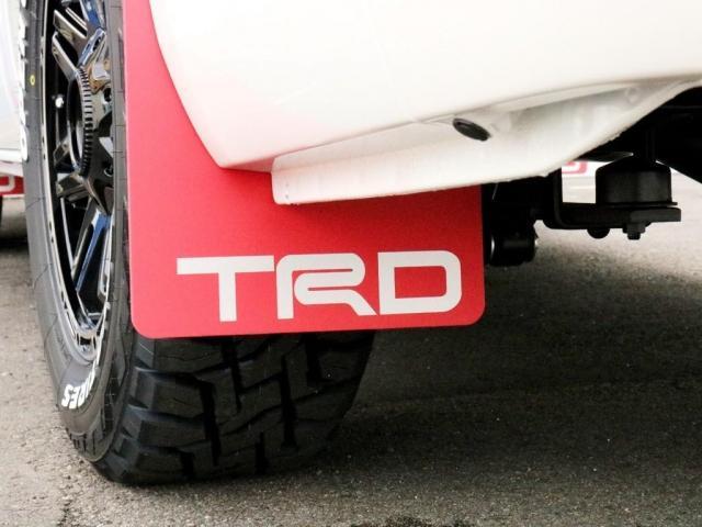 スーパーGL ダークプライムII TRDバンパーガード TRDマッドガード FLEXオリジナルDelf04AW オープンカントリーブロックタイヤ BIG-X11インチフローティングナビ FLEXベッドキットType2フラット カスタム(5枚目)