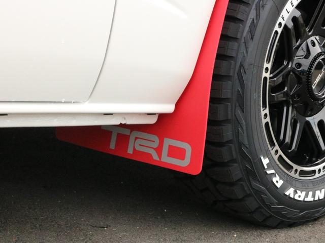 スーパーGL ダークプライムII TRDバンパーガード TRDマッドガード FLEXオリジナルDelf04AW オープンカントリーブロックタイヤ BIG-X11インチフローティングナビ FLEXベッドキットType2フラット カスタム(38枚目)