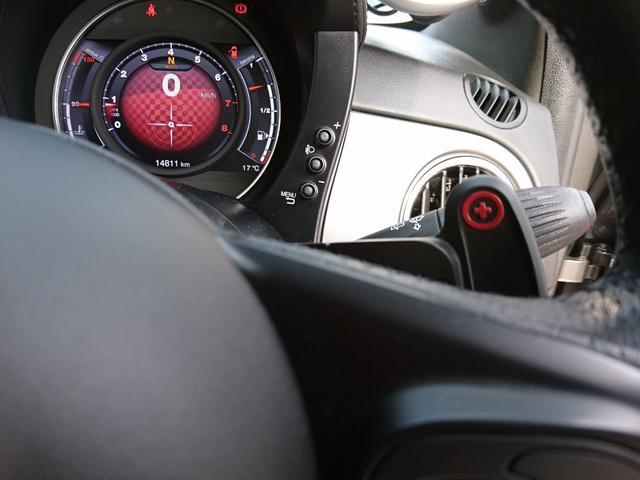 ツーリズモ 赤レザーシート キセノンヘッドライト パドルシフト 純正17インチアルミホイール 7インチタッチパネルU-Connect AutoMeter レコードモンツァマフラー(24枚目)
