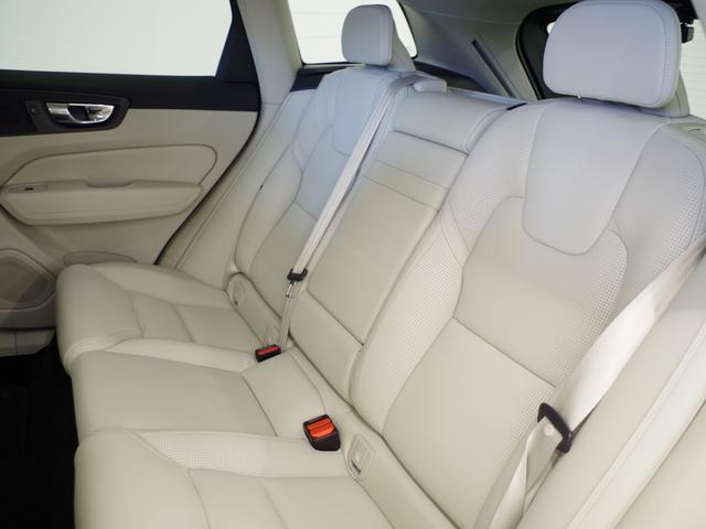 T5 AWD インスクリプション ACC HUD マッサージ機能  360°カメラ 本革 シートヒーター エアシート メモリーシート harman/kardon パワーシート 純正SDナビ Bluetooth 電動リアゲート(9枚目)