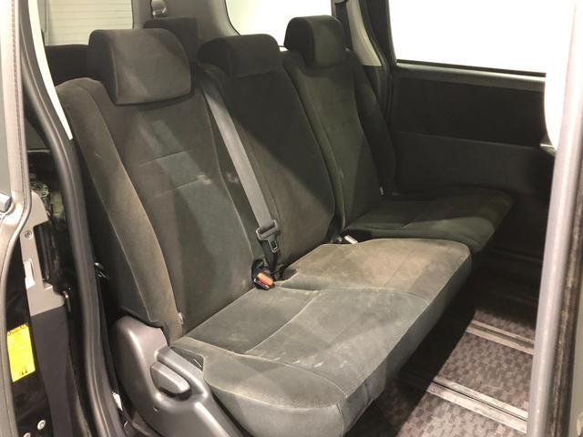 【セカンドシート】左右独立したベンチシートになっております♪必要ないときは畳むことによって、広い荷室空間を作ることもできます!