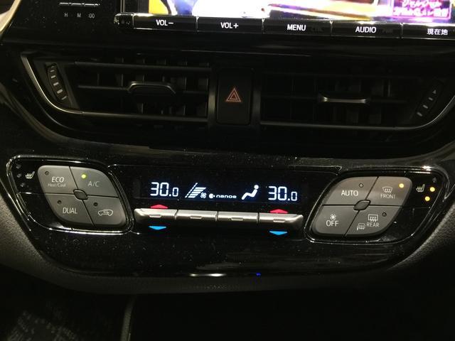 【デュアルオートエアコン/シートヒーター】左右独立して温度設定可能なオートエアコン装備。nano-e機能付きで快適な空間を作り上げます。