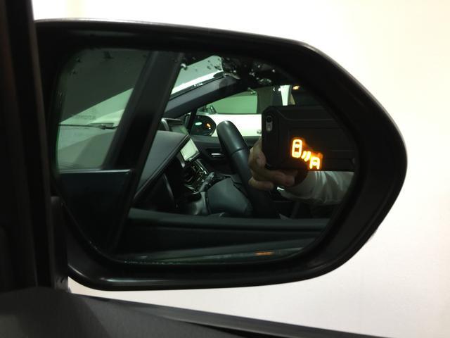 【BSM】側面後方の走行車を感知しドライバーに光で注意を促します。悪天候や夜間の視界を悪い時に大活躍。
