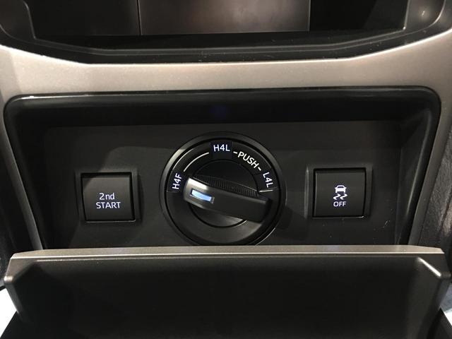 【4WD MODE/スイッチ】必要に応じてそれぞれのモードに切り替えていきます!悪路や高速道路などパワーが必要なところなど、用途によって切り替えられて便利です♪