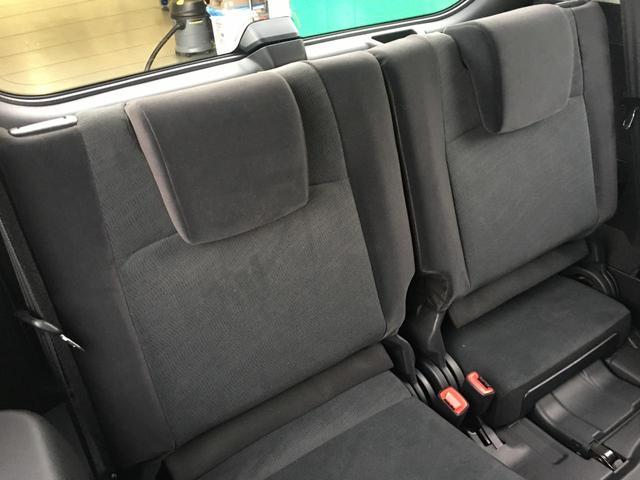 【サードシート】床下にフラットに収納することもできるサードシートです!!