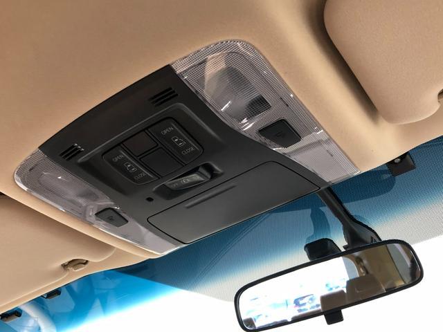 【両側パワースライドドア】左右のスライドドアは電動で開閉が可能です。各ドアでの操作はもちろん運転席やスマートキーでの遠隔操作も可能。