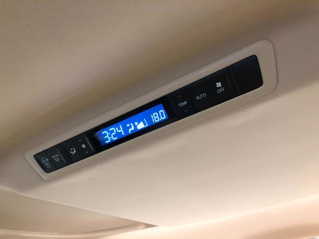 【リアオートエアコン】後席専用の個別で温度管理が可能なリアフルオートエアコン装備。