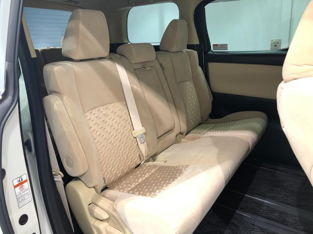 【6:4分割セカンドシート】ベンチタイプのセカンドシートは個々でもゆったり座れる設計。ご家族でのドライブが楽しくなります!