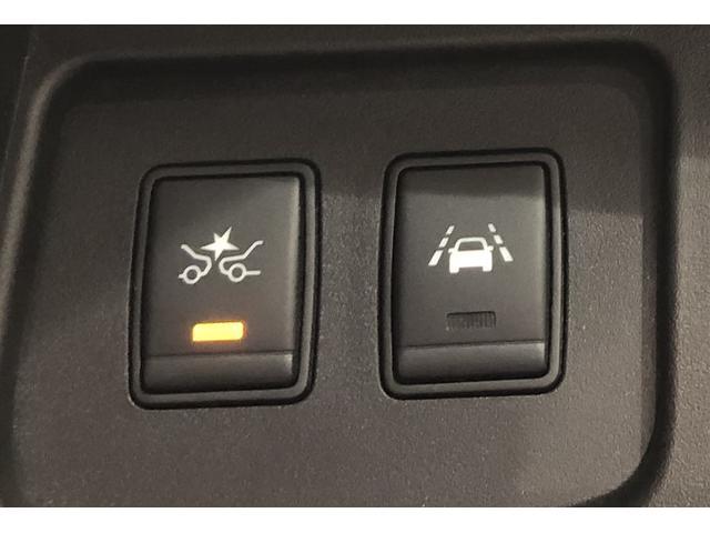 【エマージェンシーブレーキ】前方の状況をチェックし、車両や歩行者との衝突を回避したり、衝突による被害を低減するための技術です。