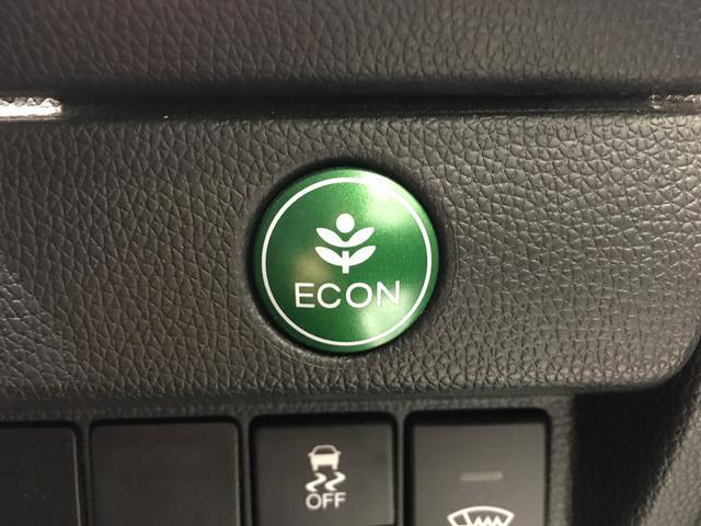 """【ECONスイッチ】セレクターレバーの横にある""""ECONスイッチを押すとバルブタイミングや点火位置の制御など省燃費モードで走行してくれ、メーター内に表示されます。"""