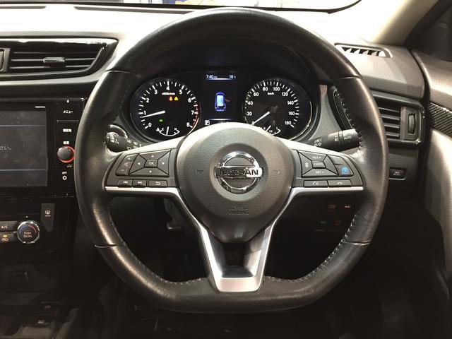 【プロパイロット】高速道路での前車追従機能付のクルコンに合わせ左右のレーンを読み取りハンドルをアシスト。
