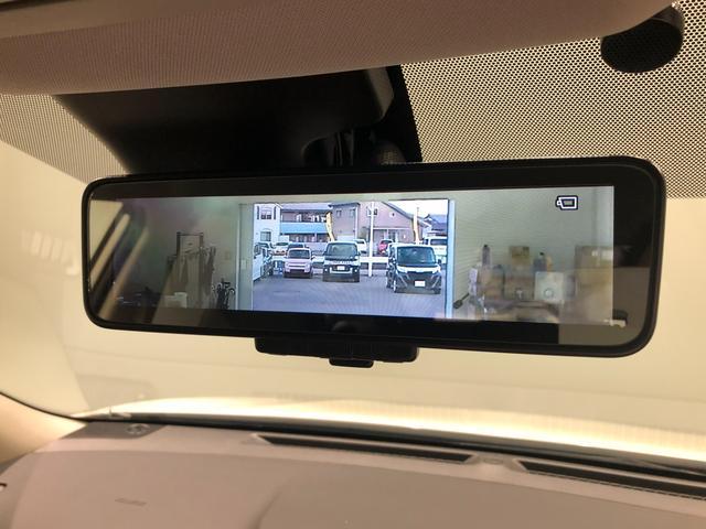 【インテリジェントルームミラー】車両後方カメラの映像をミラーに映すことが出来ます。 そのため、後席に人や荷物があって後方が見えづらい場合でもしっかり視界を確保することが出来ます。