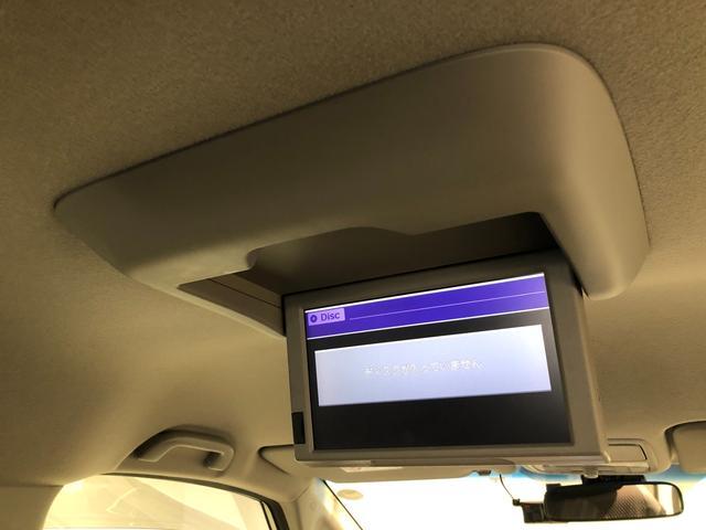 【純正9インチフリップダウンモニター】後席の方も快適に過ごせるリアエンターテイメントシステム搭載。