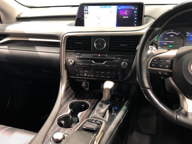 【インパネ周り】レクサスの上級SUVに恥じない洗練されたインパネデザイン。