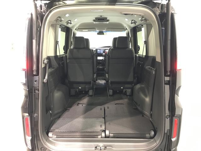 【床下収納式サードシート】レバーを引けば簡単に収納できるサードシート!!床下にフラットに収納されるので荷物も乗せやすいです♪