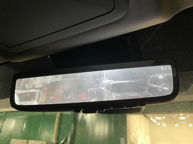【デジタルインナーミラー】車両後方カメラの映像をミラーに映すことが出来ます。 そのため、後席に人や荷物があって後方が見えづらい場合でもしっかり視界を確保することが出来ます。