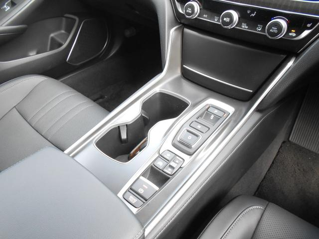 EX ホンダセンシング 本革シートパワーシート  8インチインターナビ 全席シートヒーター 前後ドライブレコーダー ETC アクティブダンパーシステム 18インチアルミ タイヤレグノ(11枚目)