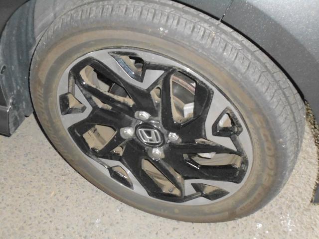 ブリヂストン製のタイヤが装着されています。走行が少な目ですのでタイヤの溝はしっかりあります。