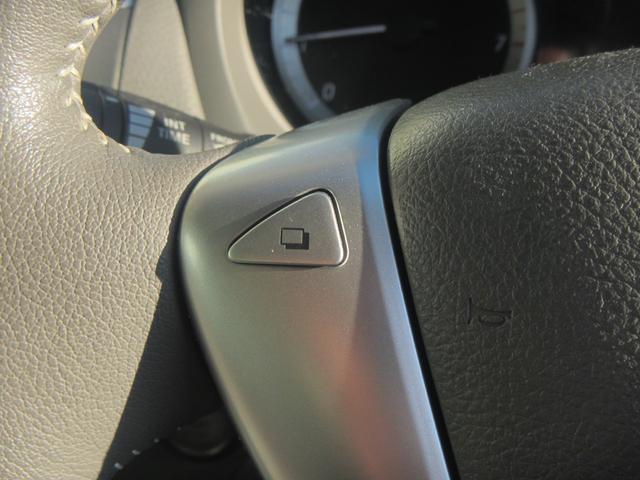 【ステアリングスイッチ】運転中でもステアリングを握ったままお車の各種機能を操作いただけます!目立たないですがあると非常に便利な機能です!