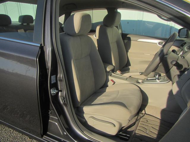 【運転席・助手席】広々とした設計となっておりますので快適に運転していただけます。