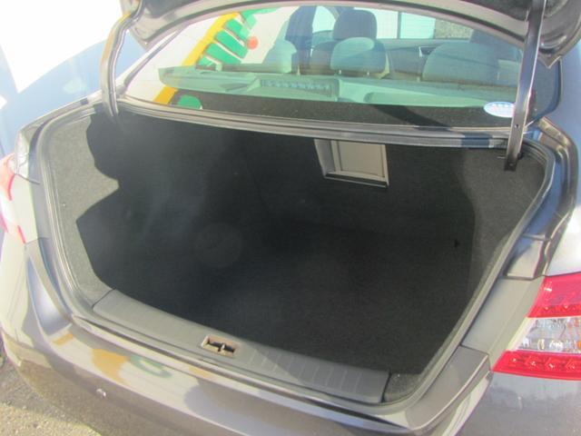 【トランクフロア】バックドアを開けるとそこには荷物をゆったり置けるスペースが!