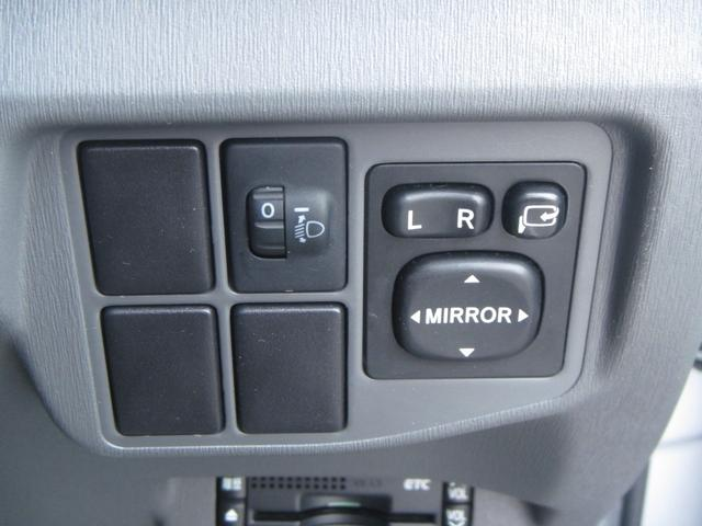 【電動格納ミラー】電動でミラーの調節が可能となっております!運転中にもミラーの調整が行えます!
