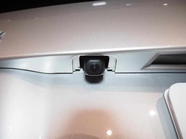 バックカメラ搭載車です。運転が苦手な方もバックカメラのサポートがあれば運転も安心です。