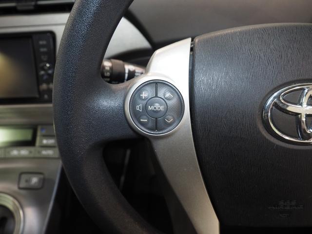 ステアリングスイッチでハンドルから手を離さずに音量調整ができます。