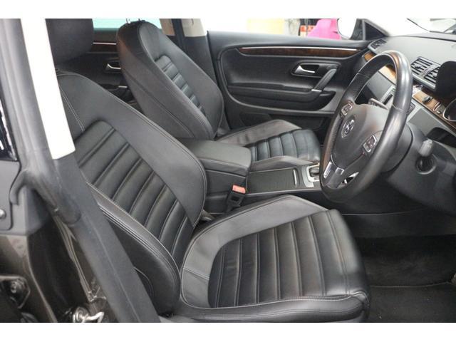 シートヒーター、運転席シートポジションメモリー付ブラックレザーシート