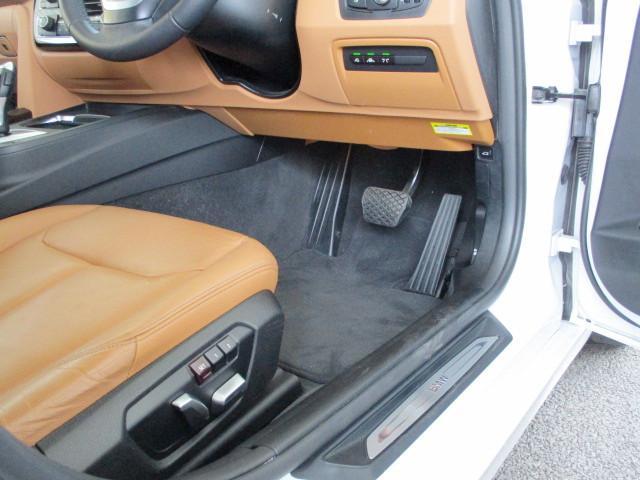 318iツーリング ラグジュアリー コニャックレザー シートヒーター タッチパネルHDDナビゲーション スマートキー 衝突軽減ブレーキ レーンアシスト バックカメラ コーナーセンサー LEDヘッドライト BMW正規ディーラー認定中古車(25枚目)