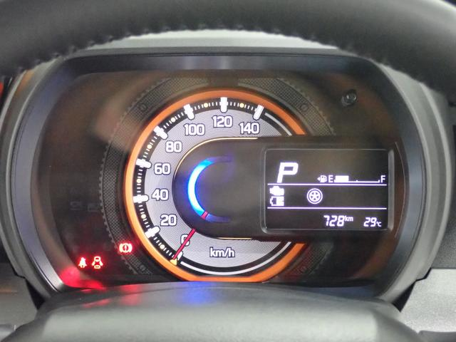 メーター内には「マルチインフォメーションディスプレイ」を装備!ハイブリッドらしいエネルギーフローインジケーターやアイドリングストップ時間や節約燃料等を表示出来ます!