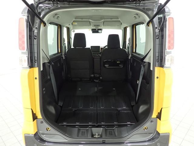 後部座席を倒せば、こんな広大なスペースが出現!相当多量の荷物が積載可能です!