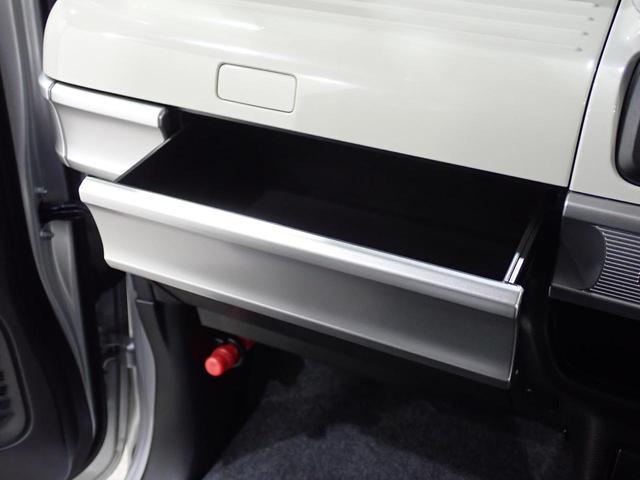 その下もこのように開くので、収納スペースには事欠きません!