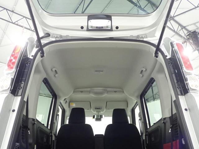 スペアタイヤレスですので、タイヤパンク修理キットと空気を充填する電動コンプレッサーを搭載しております!