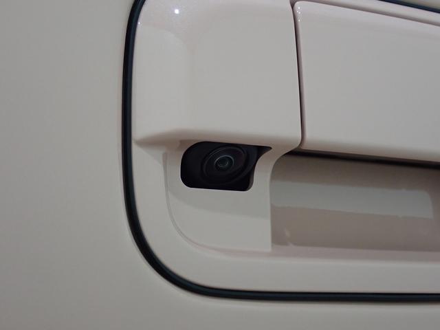 「全方位モニター用カメラパッケージ」装着車!対応ナビを装着すれば、4つのカメラでクルマを真上から見たような映像などを映し出します。運転席から見えない所も見えちゃいますので、後退駐車もラクラク!