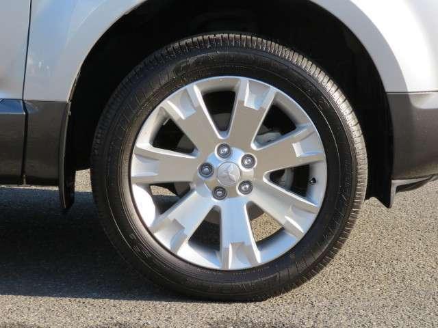 タイヤサイズは、225/55R18 純正アルミ付き