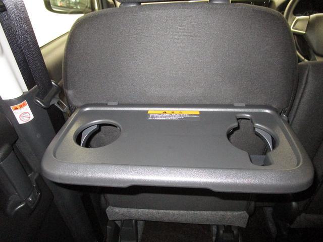 助手席シートバックテーブルはカップフォルダー付きです