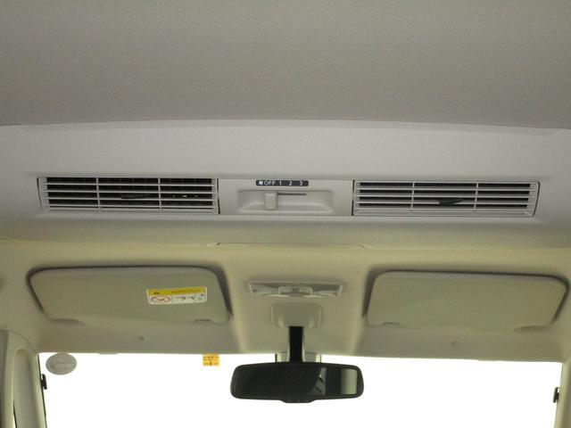後席に風を送って空気を循環させ、室内全体を快適にするリヤサーキュレーター装備