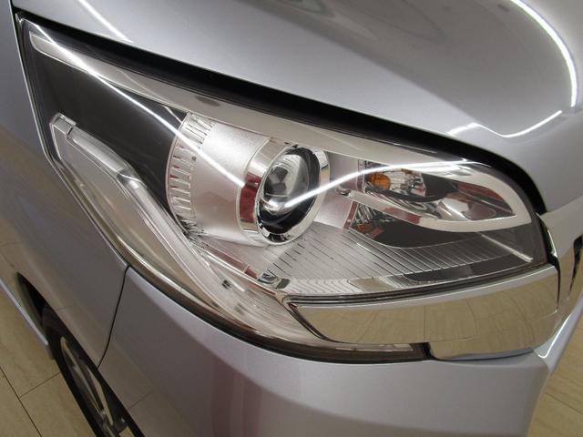 ディスチャージヘッドライトとフォグランプが夜道や悪天候のドライブをサポートします