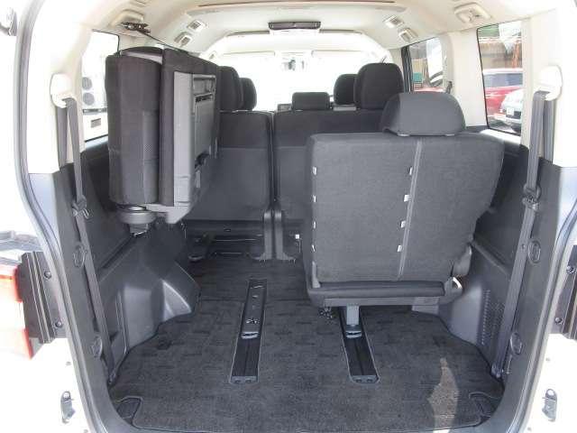 ローデスト D パワーパッケージ クロムメッキアルミ アルパイン9インチナビ 後席モニター10.1インチ ETC ワンオーナー 8人乗り 4WD 両側電動スライドドア(15枚目)