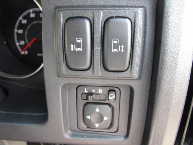 ローデスト D パワーパッケージ クロムメッキアルミ アルパイン9インチナビ 後席モニター10.1インチ ETC ワンオーナー 8人乗り 4WD 両側電動スライドドア(61枚目)