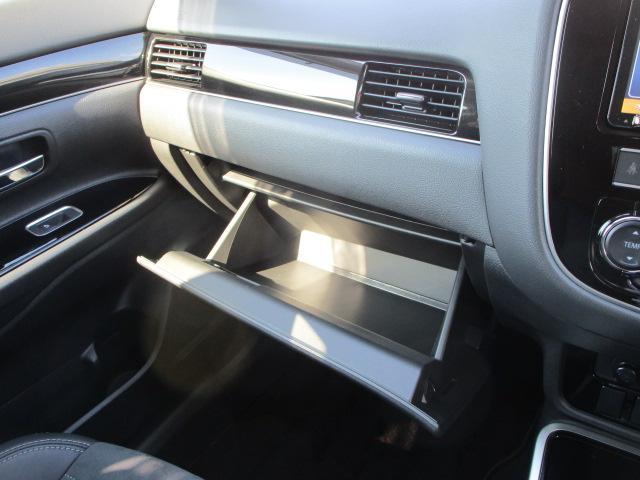 G 電池容量91パーセント 誤発進抑制機能 衝突被害軽減ブレーキ 横滑り防止機能 車線逸脱警報システム ETC2.0 クラリオンナビ フルセグ Bluetooth レーダークルーズコントロール 1オーナー(77枚目)