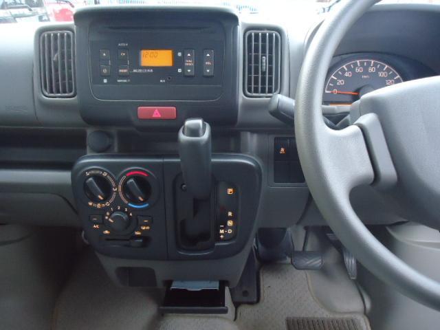 ブラボー パートタイム4WD 5オートマ 2nd発進 走行13.500km 純正CDコンポ 電動格納ミラー キーレス ラバーマット ドアバイザー 禁煙(9枚目)